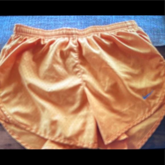 Nike Women's Dry Tempi Core Running Shorts